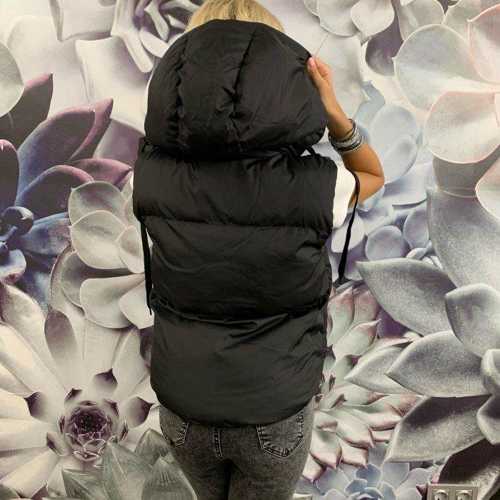 Асиметричен дамски къс елек в черен цвят с качулка-3479