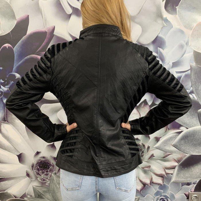 Дамско черно яке със сребристи ципове и ефектно съчетание от еко кожа и плюш-3468