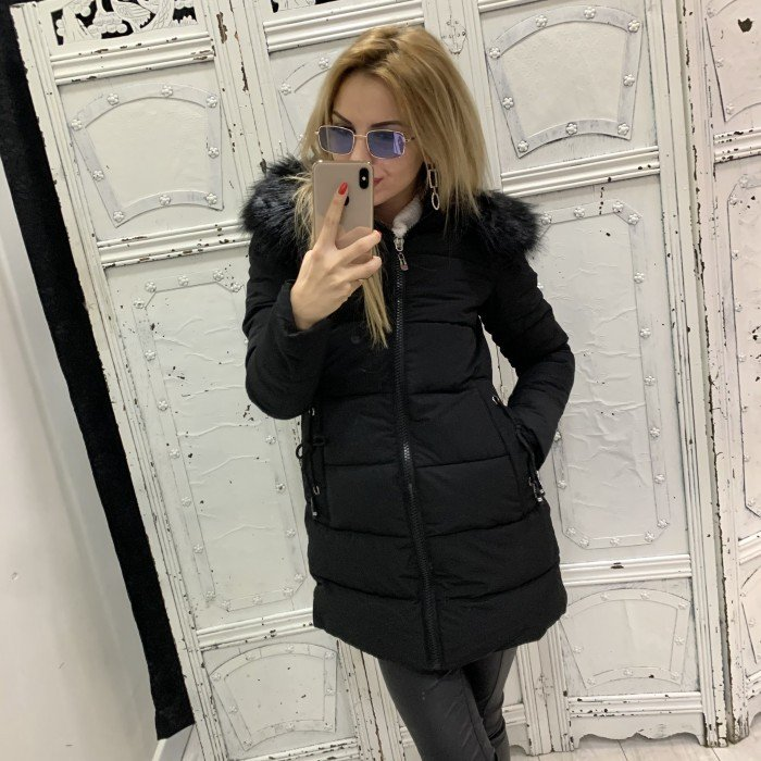 Дамско черно зимно яке с качулка и черен еко пух-3928