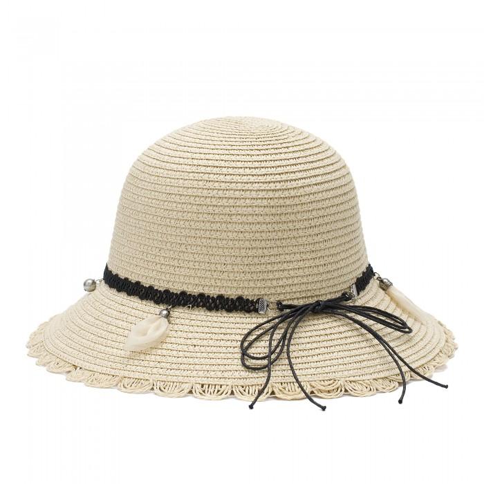 Бежова дамска плетена шапка в модерен дизайн с лента и висящи аксесоари-4031