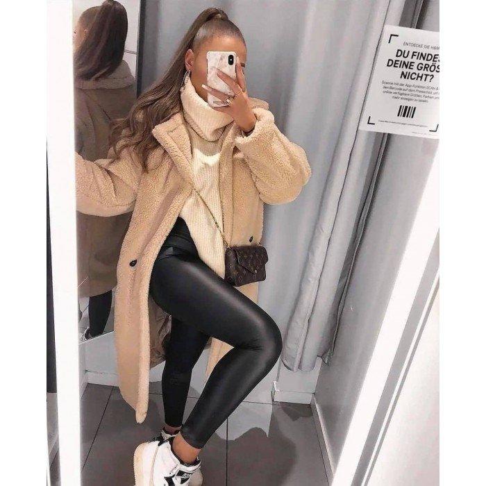 Дълго зимно пухкаво ефектно дамско палто в бежов цвят с V-образно деколте-4125