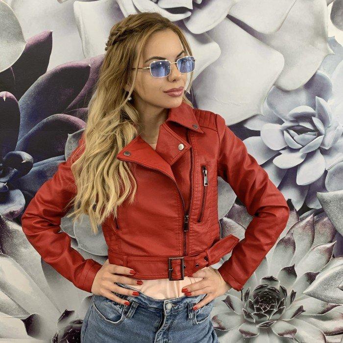 Червено дамско кожено яке от еко кожа с ефектен колан в предната част-732