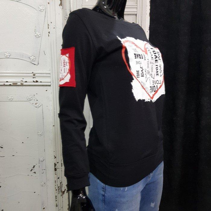 Дамска блуза в черен цвят с акцент ефектно сърце-3618