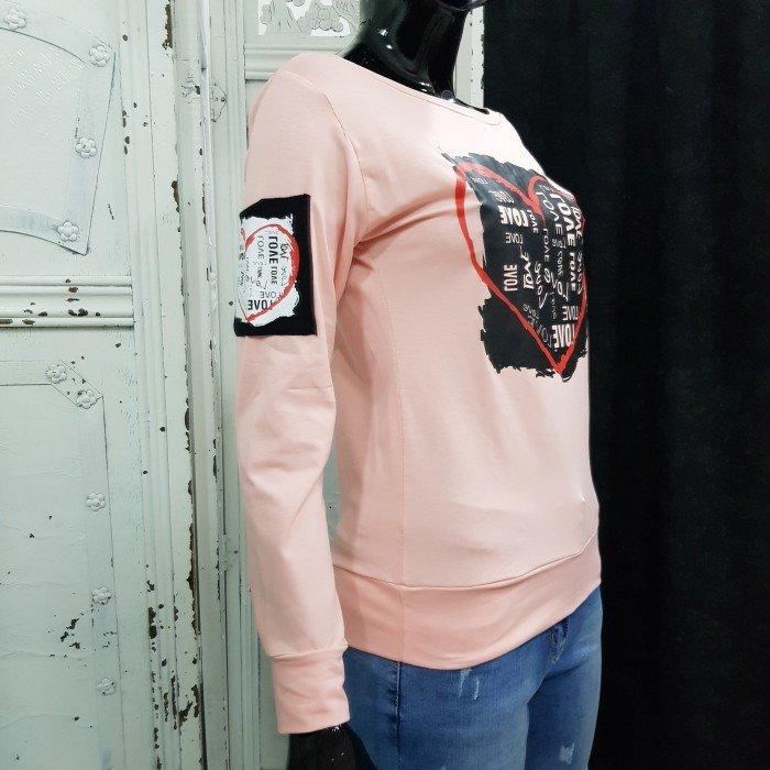 Дамска блуза в нежен розов цвят с акцент ефектно сърце-3618